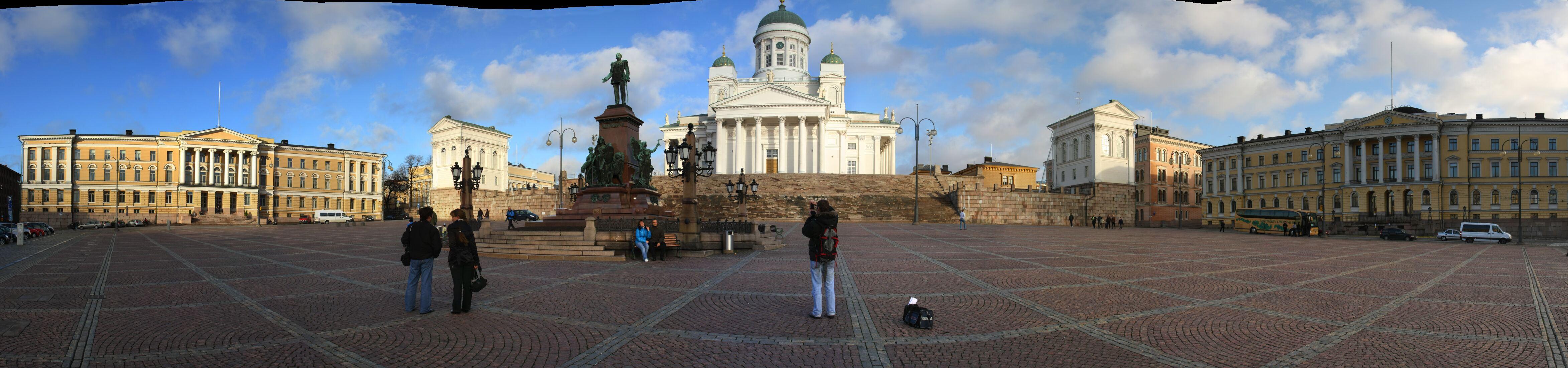 http://pic.templetons.com/brad/pano/baltic/senate-square.jpg