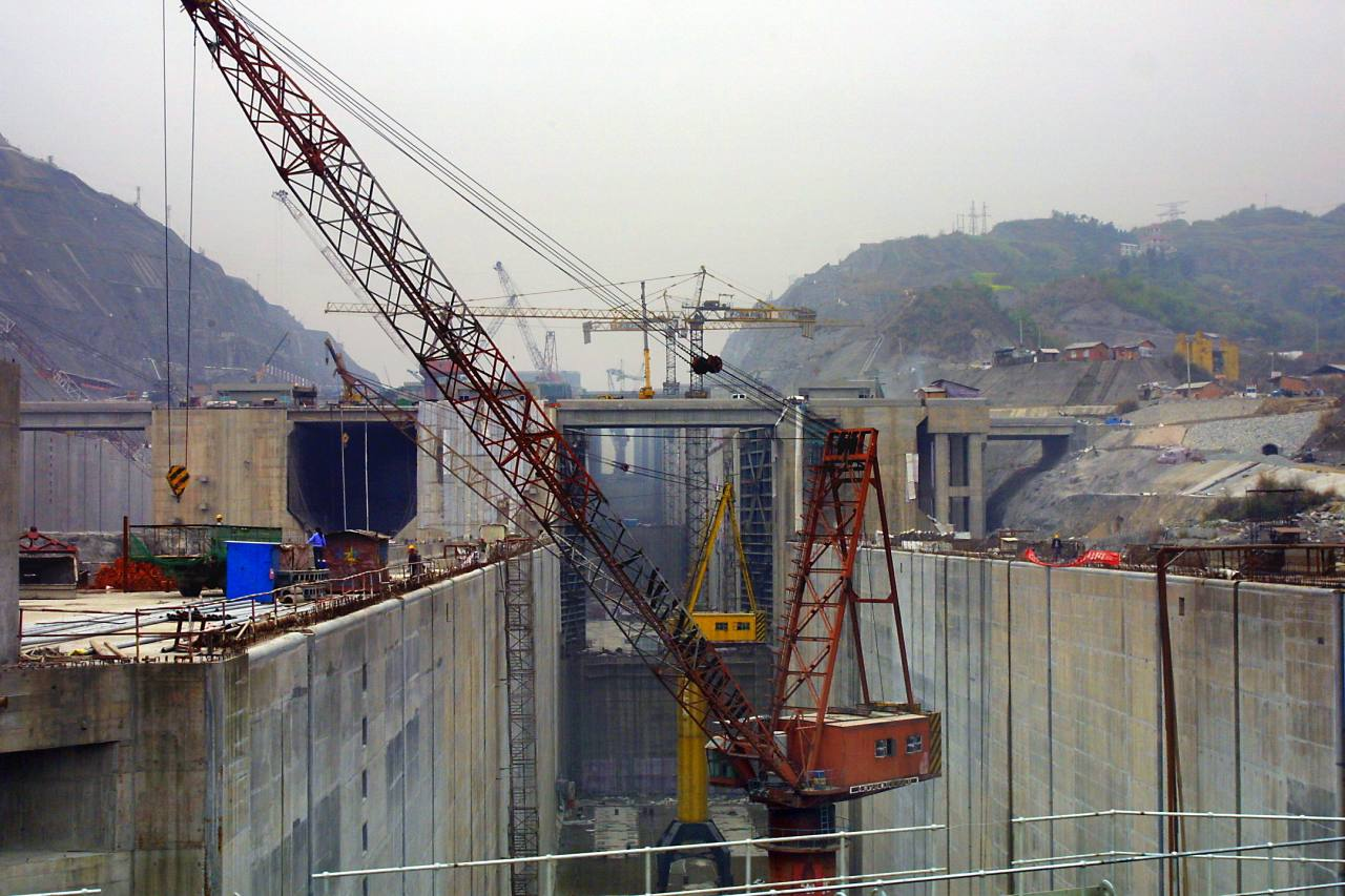 Three gorges dam project china s biggest project since the great wall - The Five Level Locks Under Construction At 3 Gorges