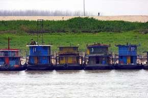Houseboats line the banks